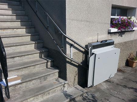 plate-forme-elevatrice-escalier-courbe-ou-droit