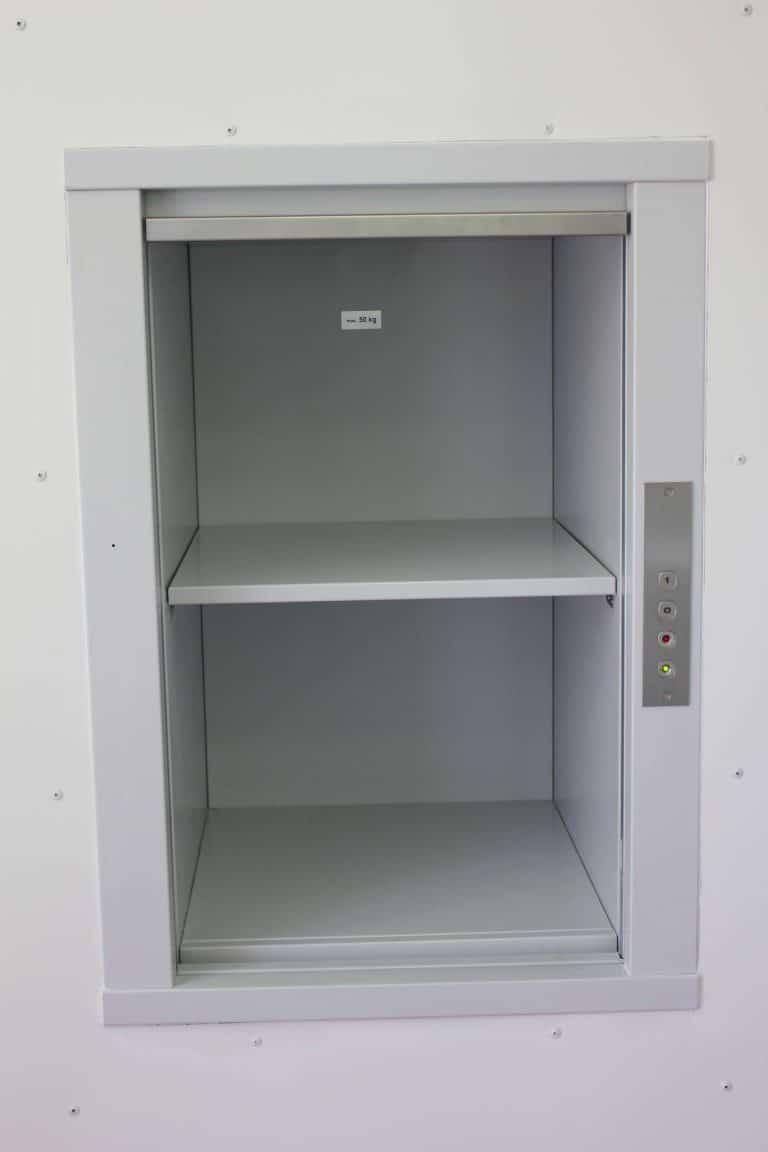 Monte-documents-MH-50kgs-dans-une-médiathèque-1-768x1152