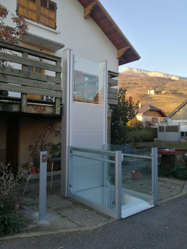plate-forme-elevatrice-verticale-saint-alban-leysse-savoie-768x1024